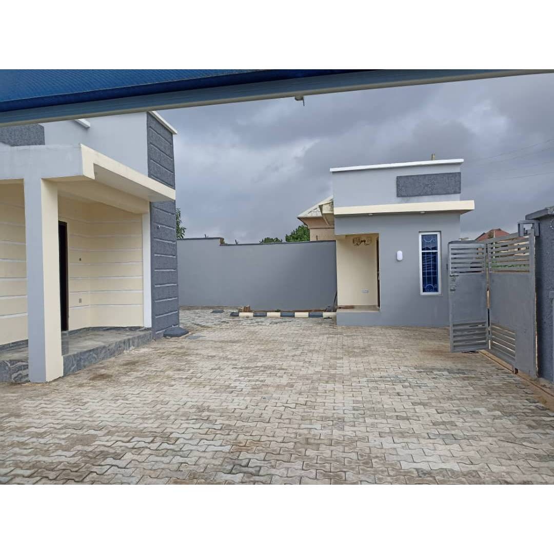 Three bedroom flat with a security house 73