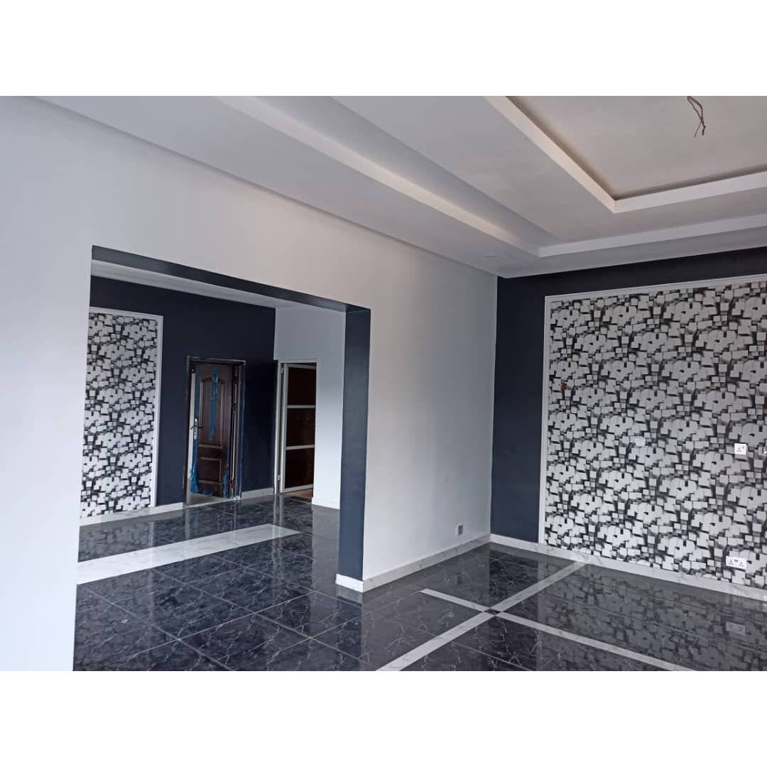 Three bedroom flat with a security house 74