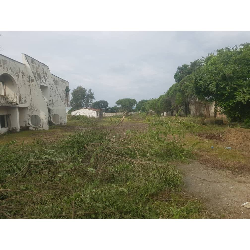 25plot of land fully fenced with German floor & covered by C of O 95